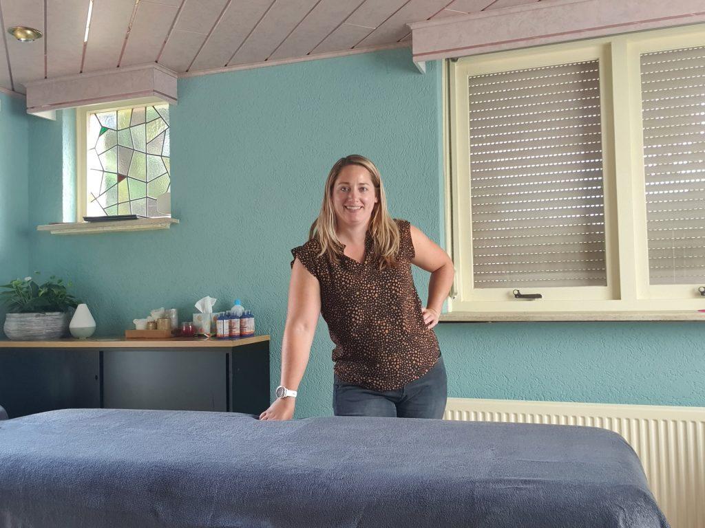 Irene bij massagetafel